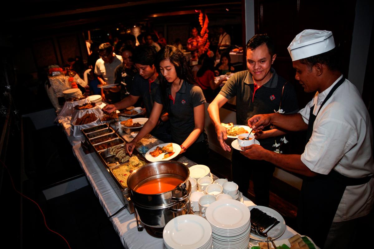 Bali Romantic Sunset Dinner Cruise - Bali Majesty Tour